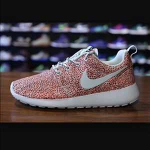 LIMITED EDITION Nike Roshe Run Speckled Pink/Grey